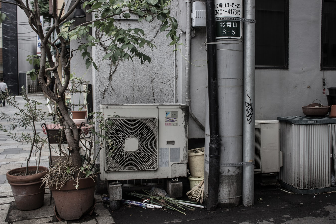 6 Reasons Why Fixing a Broken AC Yourself Is Not a Good Idea